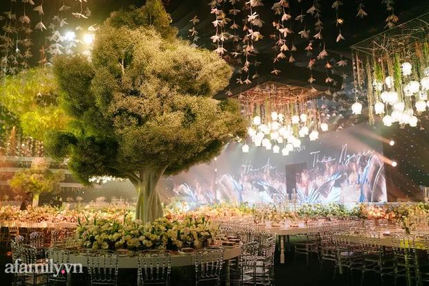 Siêu đám cưới tổ chức cùng địa điểm với Công Phượng - Viên Minh, nguyên hoa tươi nhập khẩu đã 5 tấn và thân phận bí ẩn của cô dâu, chú rể - Ảnh 7.