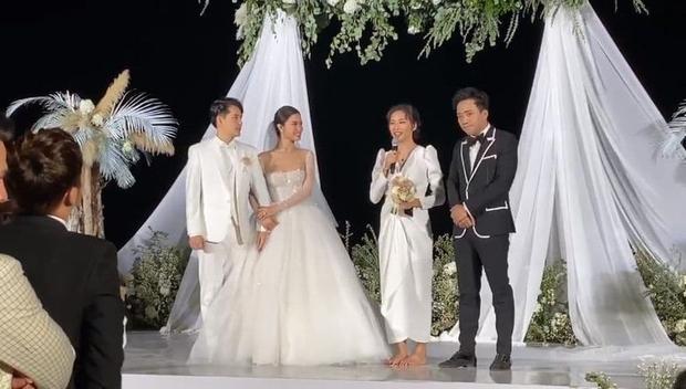 Điềm báo từ đám cưới Đông Nhi: Ngô Thanh Vân đã né nhưng vẫn nhận hoa cưới, đúng 1 năm sau dính tin hẹn hò Huy Trần - Ảnh 4.
