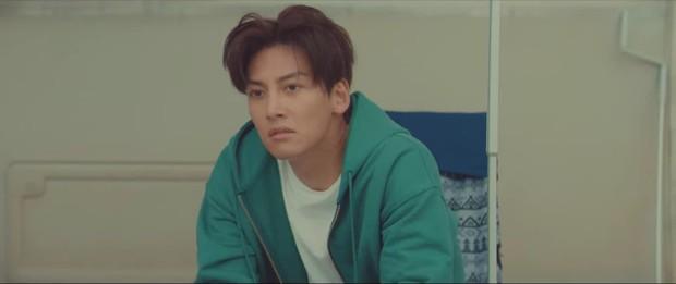 Kim Ji Won ăn ốc né vỏ, vừa tình một đêm đã cho Ji Chang Wook leo cây ở tập 3 Lovestruck In The City - Ảnh 2.