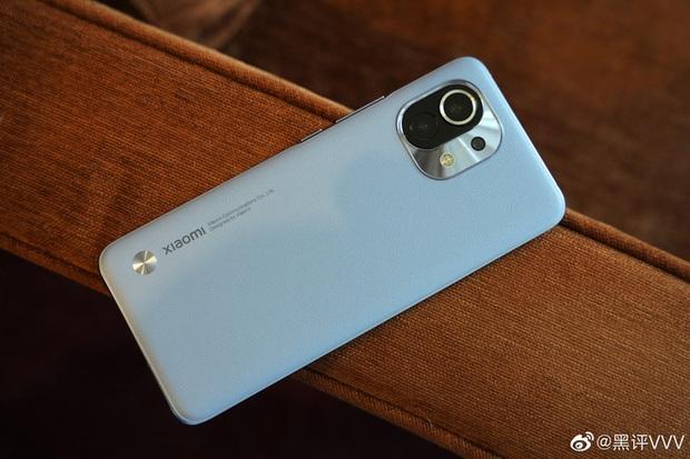 Cận cảnh Xiaomi Mi 11 vừa ra mắt: Thiết kế camera mới, có thêm bản mặt lưng da, màn hình và hiệu năng nâng cấp mạnh, giá từ 14,2 triệu đồng - Ảnh 6.
