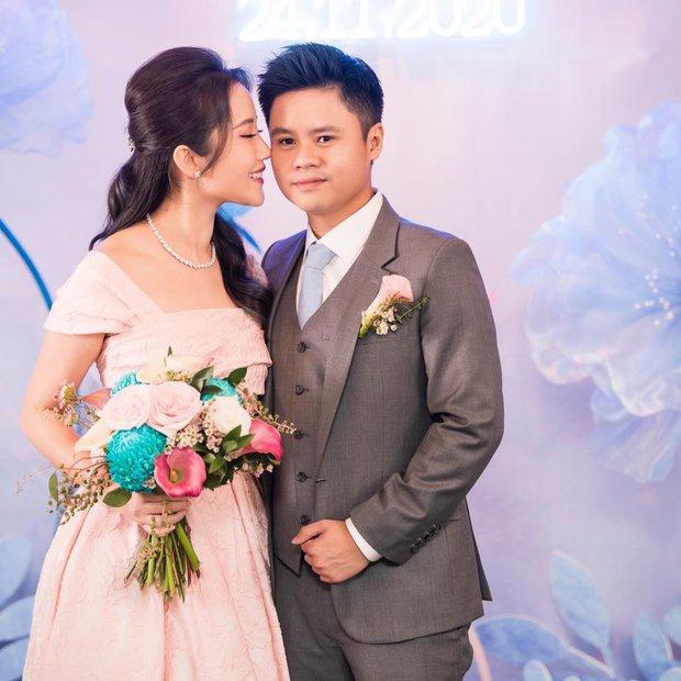 Vợ chồng Phan Thành - Primmy Trương lần đầu đứng chung khung hình sau đám hỏi, vòng 2 lùm lùm của vợ thiếu gia gây xôn xao - Ảnh 1.