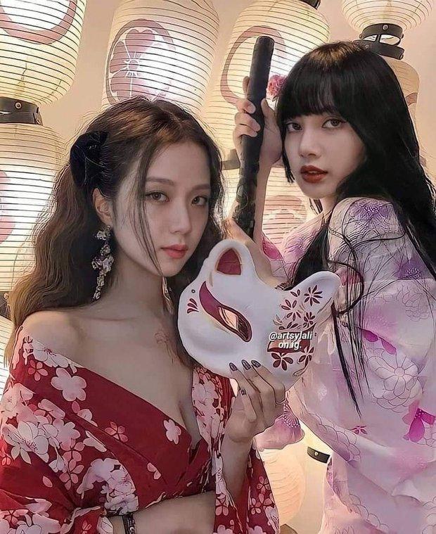 Chết lặng vì ảnh BLACKPINK trang phục Nhật sexy, Jisoo trễ nải kimono khoe khe ngực bốc lửa, nhưng sự thật ra sao? - Ảnh 2.