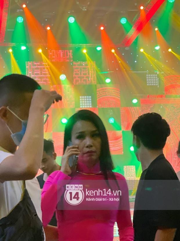Xót xa hình ảnh Cẩm Ly bật khóc, ngừng quay chương trình khi nghe tin ca sĩ Vân Quang Long (1088) qua đời - Ảnh 2.