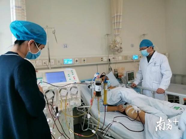 Người phụ nữ 35 tuổi bị vàng da, suy gan đột ngột: Bác sĩ cảnh báo việc làm gây hại sức khỏe mỗi khi bị ốm của nhiều người - Ảnh 1.
