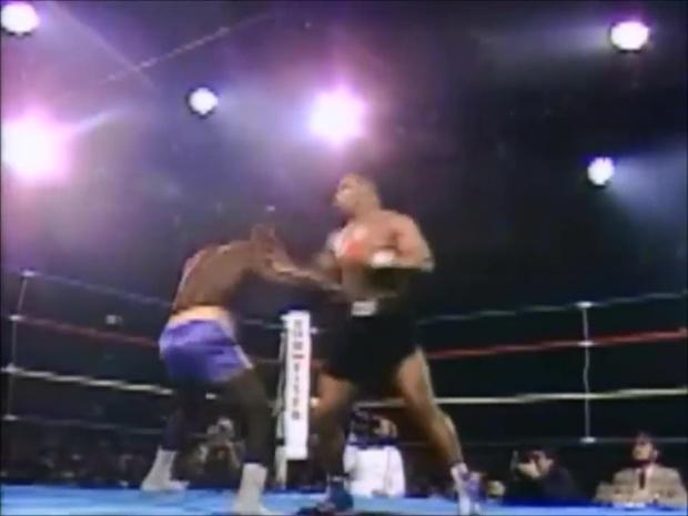 Choáng với sức mạnh ở tuổi 19 của Mike Tyson: Tung một đấm khiến đối thủ đo ván, bay ra góc đài - Ảnh 3.