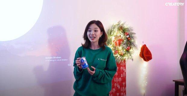 Linh Ngọc Đàm mở tiệc tại gia cùng hội streamer đình đám: BronzeV khiến cộng đồng há hốc mồm vì đập hộp trúng quà cực kỳ nhạy cảm - Ảnh 1.