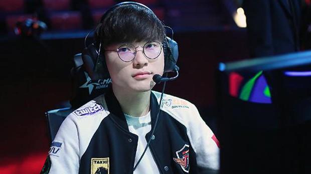 Tiết kiệm hết mức có thể, nam tuyển thủ nổi tiếng bị mang tiếng kẹt xỉ, nhưng sau khi biết lý do, netizen chỉ biết câm nín ngưỡng mộ - Ảnh 1.
