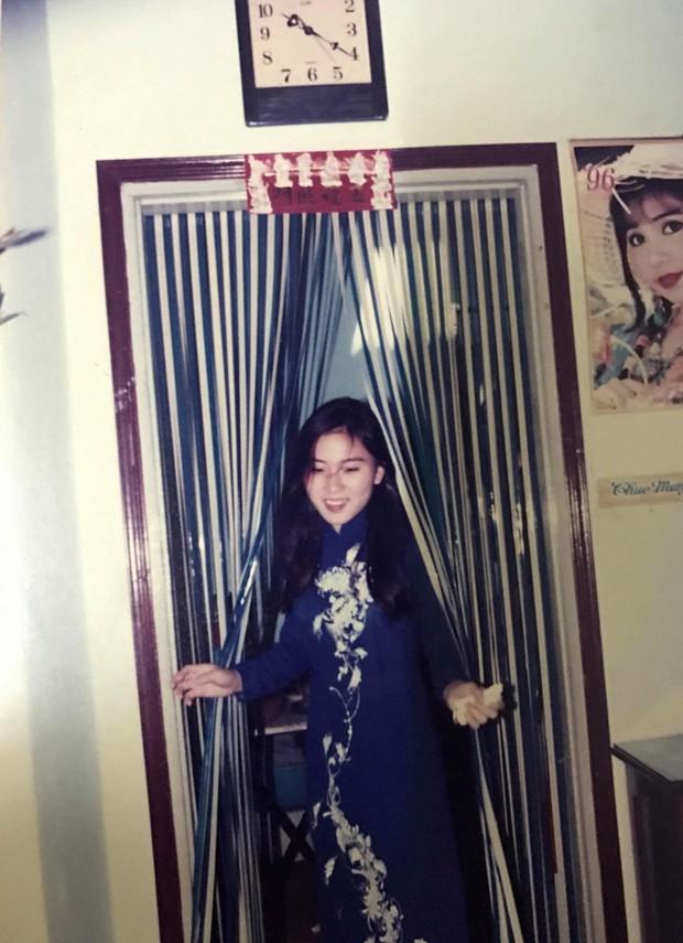 Cô gái khoe mẹ có vẻ đẹp đỉnh cao trong đám cưới năm 1996, nhan sắc của cả 2 ở hiện tại gây chú ý - Ảnh 2.