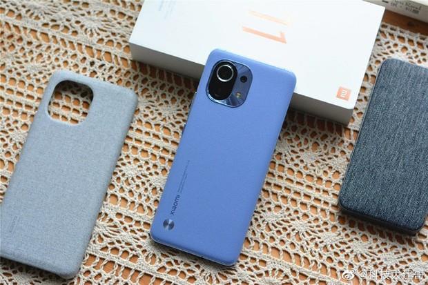Cận cảnh Xiaomi Mi 11 vừa ra mắt: Thiết kế camera mới, có thêm bản mặt lưng da, màn hình và hiệu năng nâng cấp mạnh, giá từ 14,2 triệu đồng - Ảnh 13.