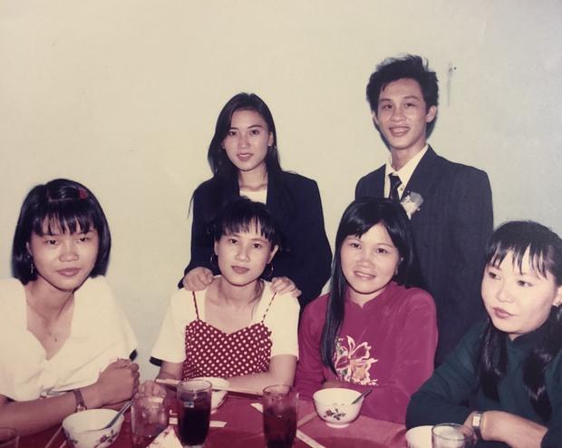 Cô gái khoe mẹ có vẻ đẹp đỉnh cao trong đám cưới năm 1996, nhan sắc của cả 2 ở hiện tại gây chú ý - Ảnh 3.