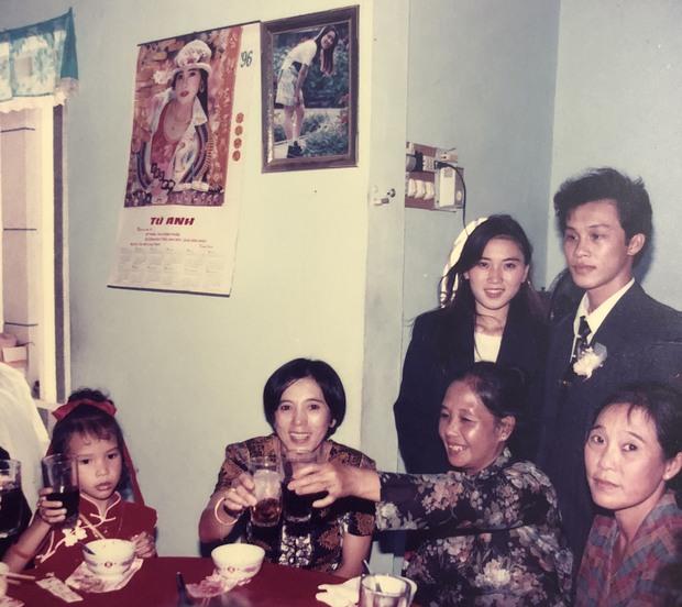 Cô gái khoe mẹ có vẻ đẹp đỉnh cao trong đám cưới năm 1996, nhan sắc của cả 2 ở hiện tại gây chú ý - Ảnh 4.