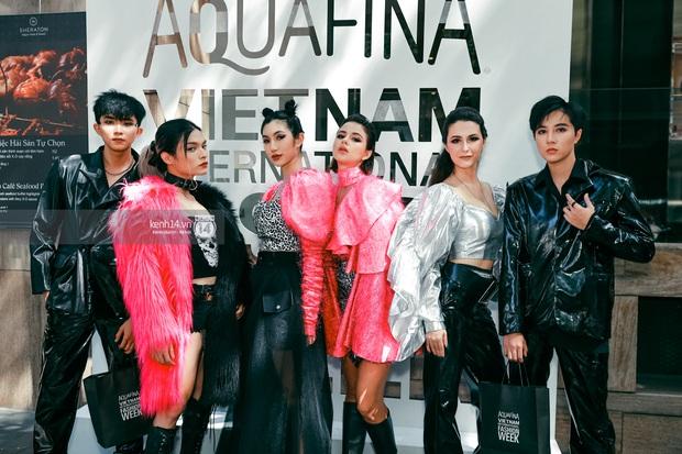 Các nhóm hội so kè street style siêu gắt trong ngày 3 Aquafina Vietnam International Fashion Week 2020 - Ảnh 8.