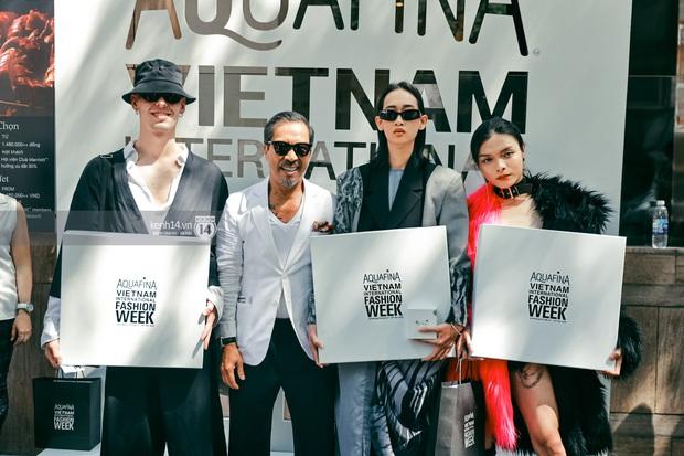 Các nhóm hội so kè street style siêu gắt trong ngày 3 Aquafina Vietnam International Fashion Week 2020 - Ảnh 10.