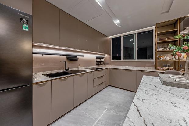 Đầu tư 5 tỷ, cặp vợ chồng biến nhà thô thành penthouse sang xịn mịn với style tối giản cực mê - Ảnh 8.
