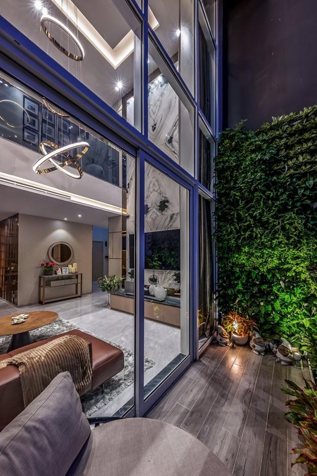 Đầu tư 5 tỷ, cặp vợ chồng biến nhà thô thành penthouse sang xịn mịn với style tối giản cực mê - Ảnh 5.