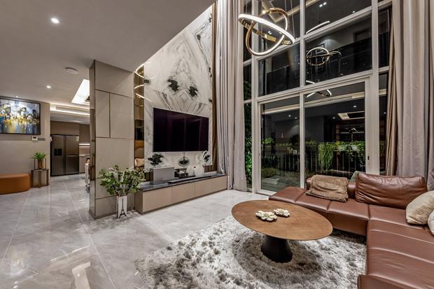 Đầu tư 5 tỷ, cặp vợ chồng biến nhà thô thành penthouse sang xịn mịn với style tối giản cực mê - Ảnh 2.