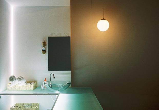 Chàng trai thuê căn nhà cũ, chi 100 triệu thiết kế theo style bệnh viện nhìn đâu cũng thấy trắng - Ảnh 11.