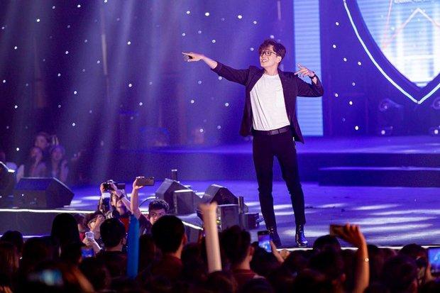 Giữa lúc các nghệ sĩ quan ngại dịch bệnh, Ngô Kiến Huy bất ngờ tuyên bố 4 tháng tung 4 MV, fan hoài nghi liền lập tức lên tiếng - Ảnh 2.