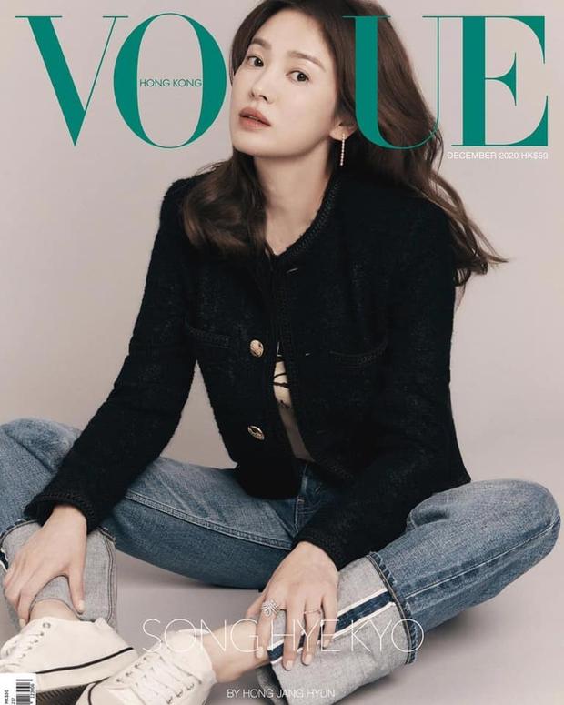 Song Hye Kyo đụng hàng Lisa: Tường thành nhan sắc U40 liệu có qua mặt đại sứ toàn cầu của Celine? - Ảnh 1.