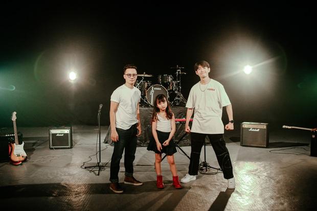 Ca sĩ Hoàng Bách ra mắt MV do con gái 8 tuổi sáng tác: Không muốn con mình trở thành một sao nhí hay hiện tượng mạng - Ảnh 13.