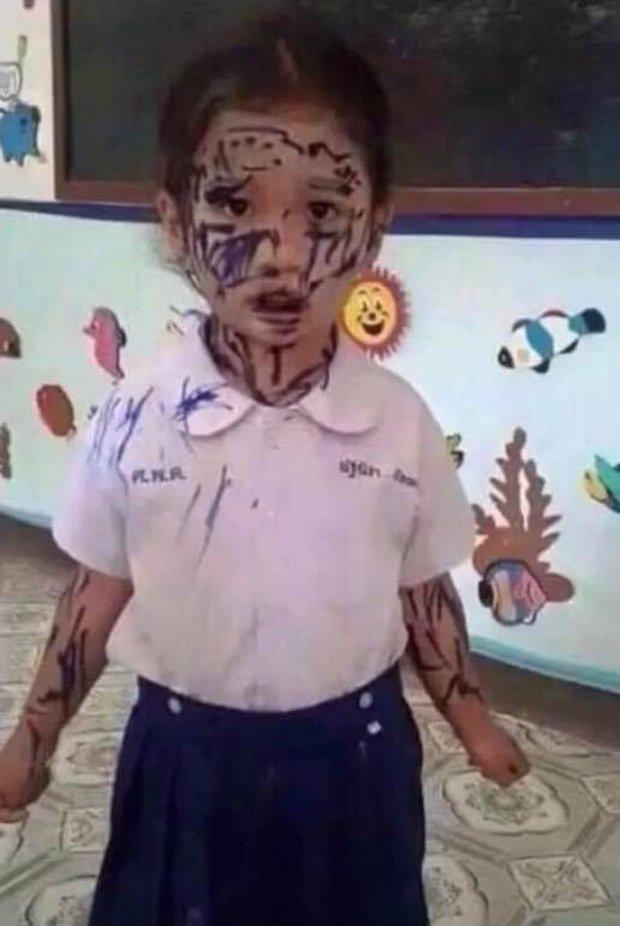 Cậu nhóc hì hục vẽ người mà em thích nhất, nhưng cả lớp cười nắc nẻ, còn cô giáo phải gọi vội cho phụ huynh - Ảnh 2.