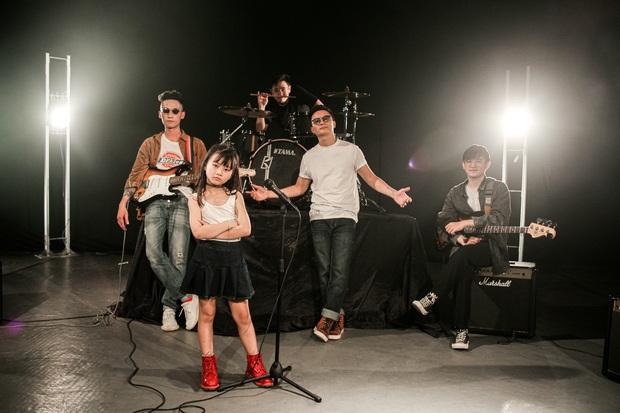 Ca sĩ Hoàng Bách ra mắt MV do con gái 8 tuổi sáng tác: Không muốn con mình trở thành một sao nhí hay hiện tượng mạng - Ảnh 10.