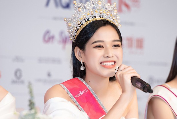 Nghi vấn: Facebook Hoa hậu Đỗ Thị Hà bị bay màu sau lùm xùm không theo dõi Jisoo (BLACKPINK) - Ảnh 1.