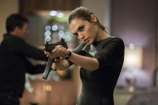 Gal Gadot hóa điệp viên 007 bản nữ với cát-xê cao thủng trời, mời hẳn biên kịch phim của Ngô Thanh Vân cho nóng - Ảnh 2.