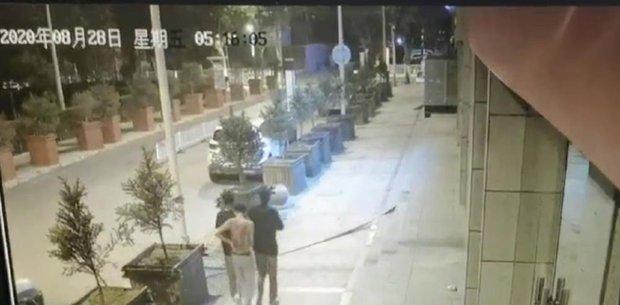 Cậu bé 13 tuổi bị 6 thanh niên say rượu cùng nhóm đánh đập dã man suốt 2 tiếng, cái chết hé lộ góc khuất phía sau đứa bé ngoan - Ảnh 2.