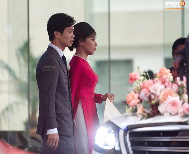 Cô dâu Viên Minh xuất hiện giản dị cùng chiếc nón lá, chờ giờ khởi hành về ra mắt họ nhà trai - Ảnh 2.