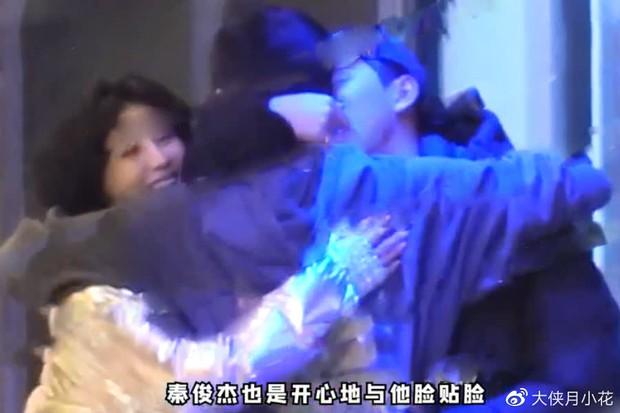 Sau 2 năm chia tay, tình cũ Dương Tử bị paparazzi tung loạt ảnh đưa đồng nghiệp về nhà, Cbiz có thêm cặp phim giả tình thật? - Ảnh 3.