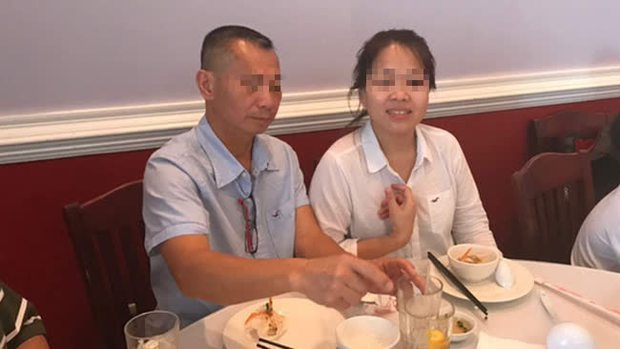 Người Mỹ tổ chức tưởng niệm bà chủ tiệm nail gốc Việt thiệt mạng sau vụ tấn công bằng súng, cầu nguyện cho người chồng đang nguy kịch - Ảnh 1.