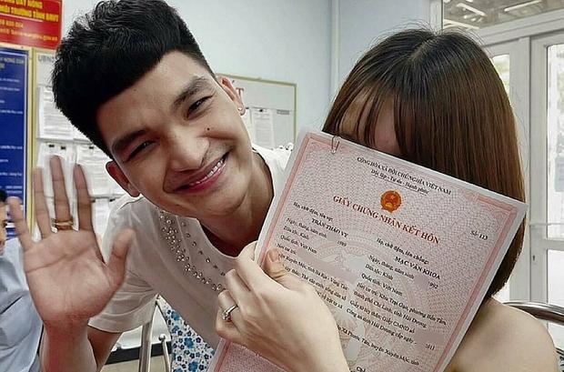 Mạc Văn Khoa và bạn gái đã chính thức trở thành vợ chồng sau 5 năm, hạnh phúc khoe giấy chứng nhận kết hôn - Ảnh 3.