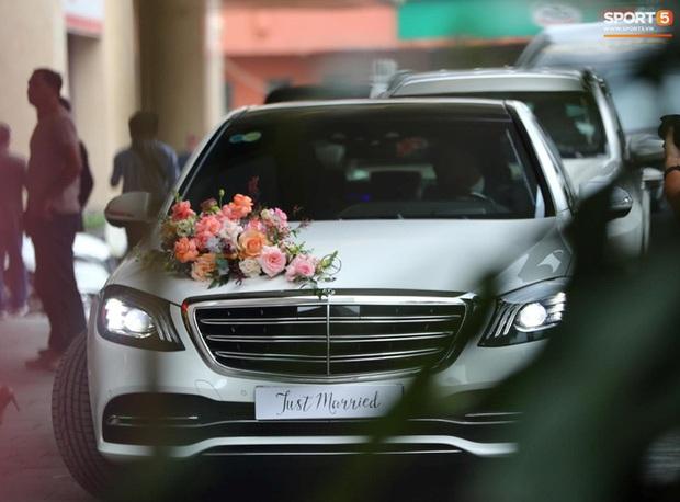 Cô dâu Viên Minh xuất hiện giản dị cùng chiếc nón lá, chờ giờ khởi hành về ra mắt họ nhà trai - Ảnh 3.