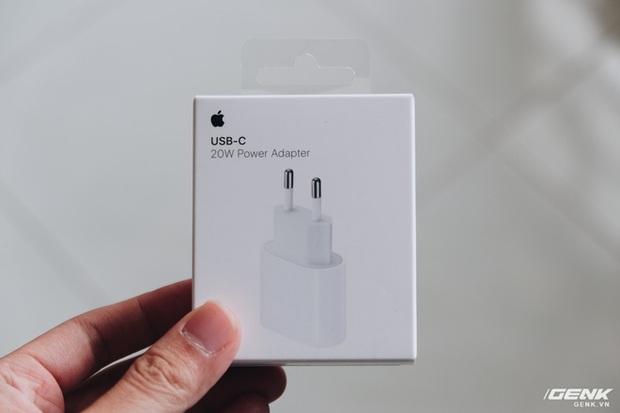 Không chỉ iPhone 12, ngay cả củ sạc Apple cũng cháy hàng, tăng giá tại Việt Nam - Ảnh 3.