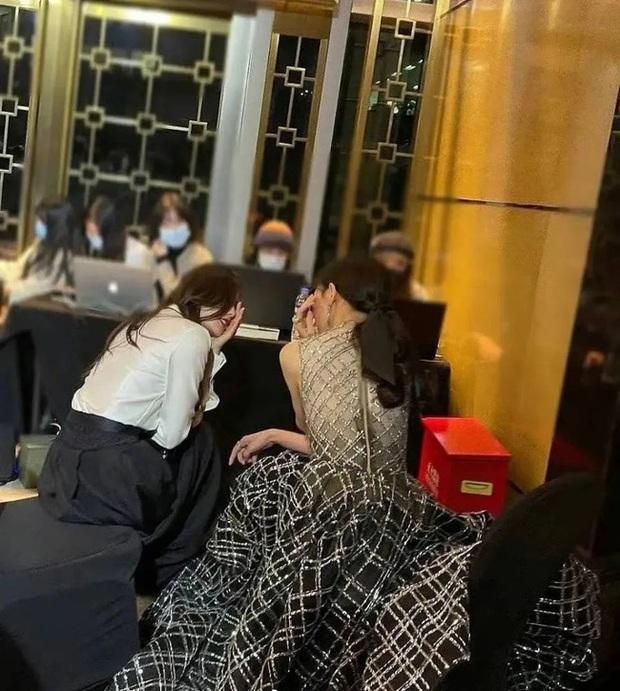 Loạt khoảnh khắc nóng tại Đêm hội Cosmo chứng minh tình bạn giữa Dương Mịch và Đường Yên thật sự toang? - Ảnh 4.