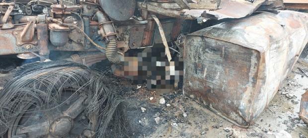 Hiện trường vụ cháy xe chở pháo khiến ít nhất 10 người thương vong - Ảnh 9.