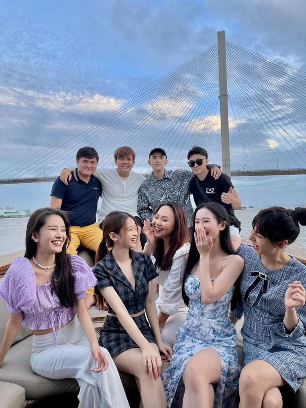 Bức ảnh hội tụ 2 cặp đôi tin đồn hot Vbiz: Will - Linh Ka, Jun Vũ và chàng nhiếp ảnh, đẹp đôi nhưng chẳng chịu công khai? - Ảnh 2.