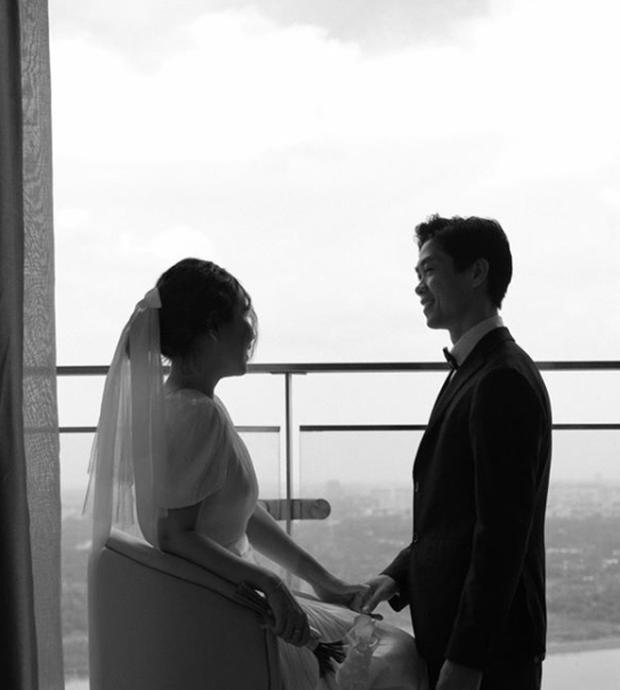 Lộ ảnh cưới hiếm của Công Phượng và Viên Minh: Cô dâu chú rể chỉ cần tựa vào nhau, bình dị mà sao nhìn muốn GATO thế này? - Ảnh 5.