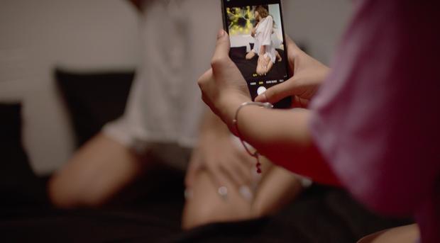 Bồ mới Huỳnh Phương FAPTV thị phạm chiêu săn bố đường bằng trò soạn tút, chụp ảnh ướt át ở trailer Sugar Daddy - Ảnh 7.