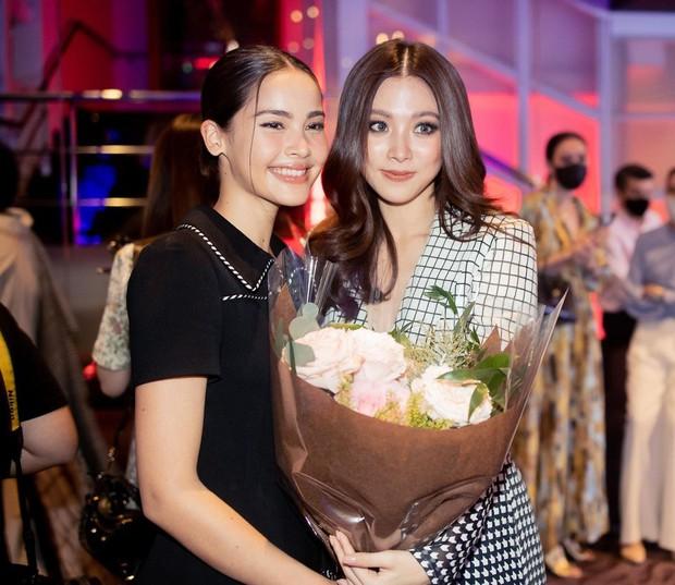 2 nữ thần nhan sắc đẹp nhất Thái Lan hiếm hoi đọ sắc, mỹ nhân Chiếc Lá Bay Baifern hở bạo đến mức át luôn Yaya - Ảnh 2.