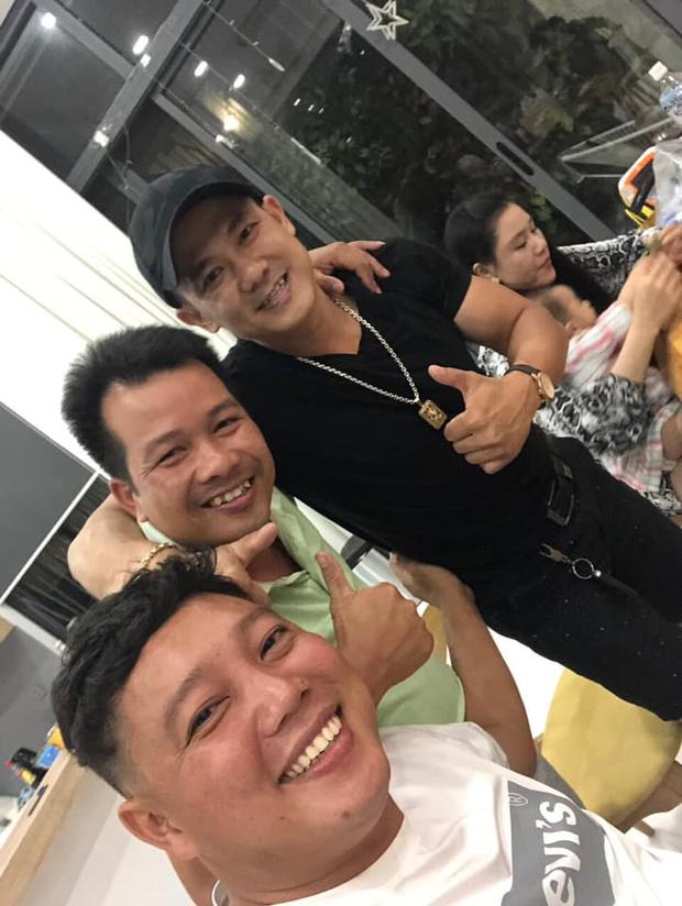 Cố NS Vân Quang Long những ngày cuối đời: Chăm chỉ đi làm thợ điện, tranh thủ sáng tác hát livestream để thoả đam mê - Ảnh 3.
