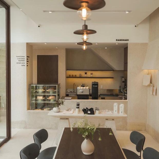 Chủ quán cà phê hot hàng đầu Sài Gòn: 2021 rồi, đâu ai đi cà phê chỉ để uống... một li nước? - Ảnh 2.
