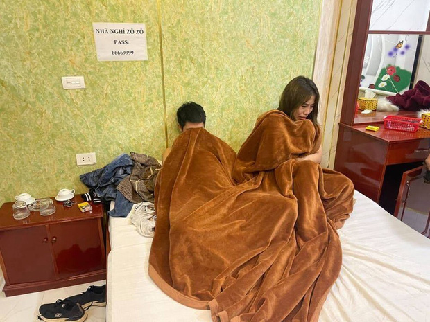 Đang mây mưa với khách trong nhà nghỉ, tú bà 23 tuổi môi giới gái mại dâm bị công an bắt quả tang - Ảnh 1.