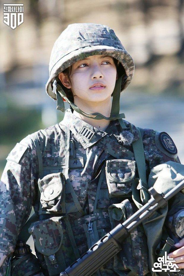 Đọ mặt mộc các mỹ nhân Hàn khi nhập ngũ: Lisa (BLACKPINK) da đẹp khó tin, Jessi gây sốc khi nhan sắc tuột dốc - Ảnh 3.