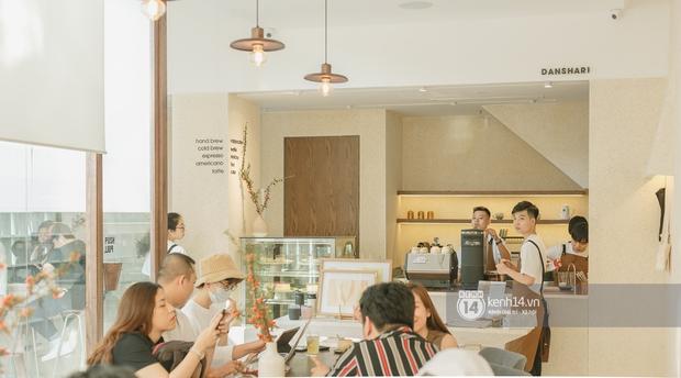 Chủ quán cà phê hot hàng đầu Sài Gòn: 2021 rồi, đâu ai đi cà phê chỉ để uống... một li nước? - Ảnh 3.