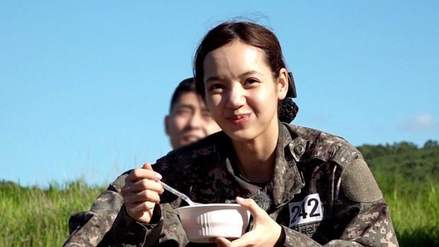 Đọ mặt mộc các mỹ nhân Hàn khi nhập ngũ: Lisa (BLACKPINK) da đẹp khó tin, Jessi gây sốc khi nhan sắc tuột dốc - Ảnh 2.