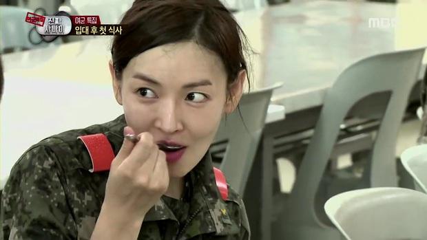Đọ mặt mộc các mỹ nhân Hàn khi nhập ngũ: Lisa (BLACKPINK) da đẹp khó tin, Jessi gây sốc khi nhan sắc tuột dốc - Ảnh 19.