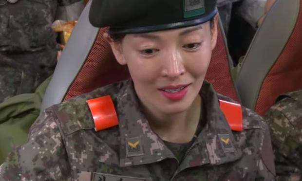 Đọ mặt mộc các mỹ nhân Hàn khi nhập ngũ: Lisa (BLACKPINK) da đẹp khó tin, Jessi gây sốc khi nhan sắc tuột dốc - Ảnh 20.