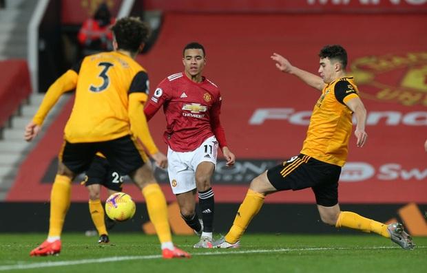 Thắng kịch tích trận cuối cùng của năm, MU lên nhì bảng Ngoại hạng Anh - Ảnh 3.